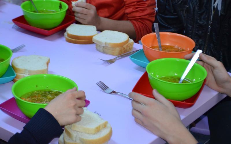 """A crescut alocația pentru hrana elevilor în cadrul Programului pilot """"Masă caldă în şcoli"""""""