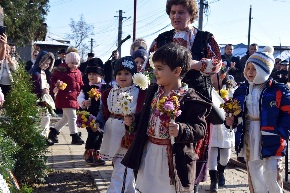 Dezvelirea  plăcii  memoriale  închinată celor 97 de eroi – ostași români de etnie bulgară în cartierul Matei Voievod din Târgovişte