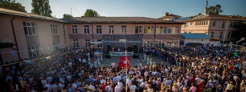 """Şcoala Gimnazială CORESI din Târgovişte: Serbarea școlară """"ROMÂNIA -100"""" şi """"Parada ROMÂNIA – 100"""""""
