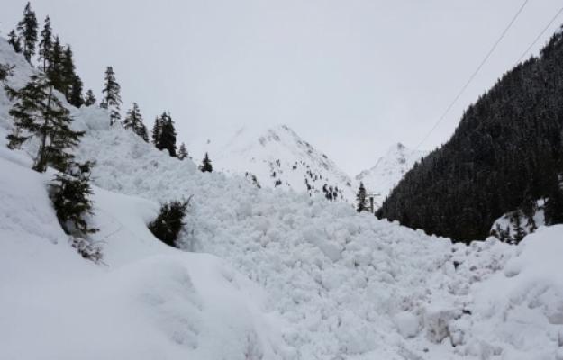 Risc mare, de gradul 4, de avalanşe în Munţii Bucegi