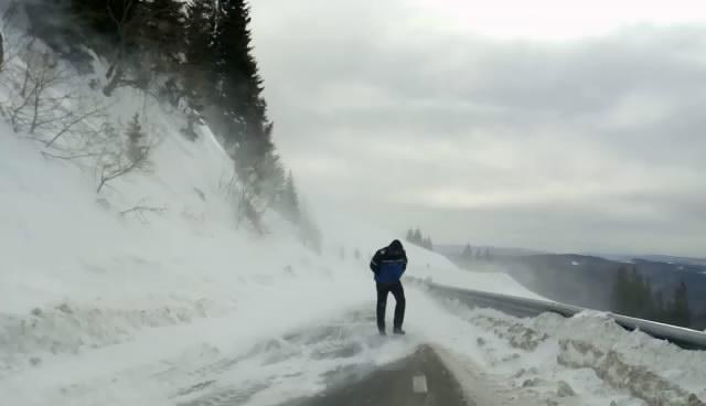 Dâmbovița: COD GALBEN și COD PORTOCALIU de ploi abundente, viscol și ninsori însemnate cantitativ