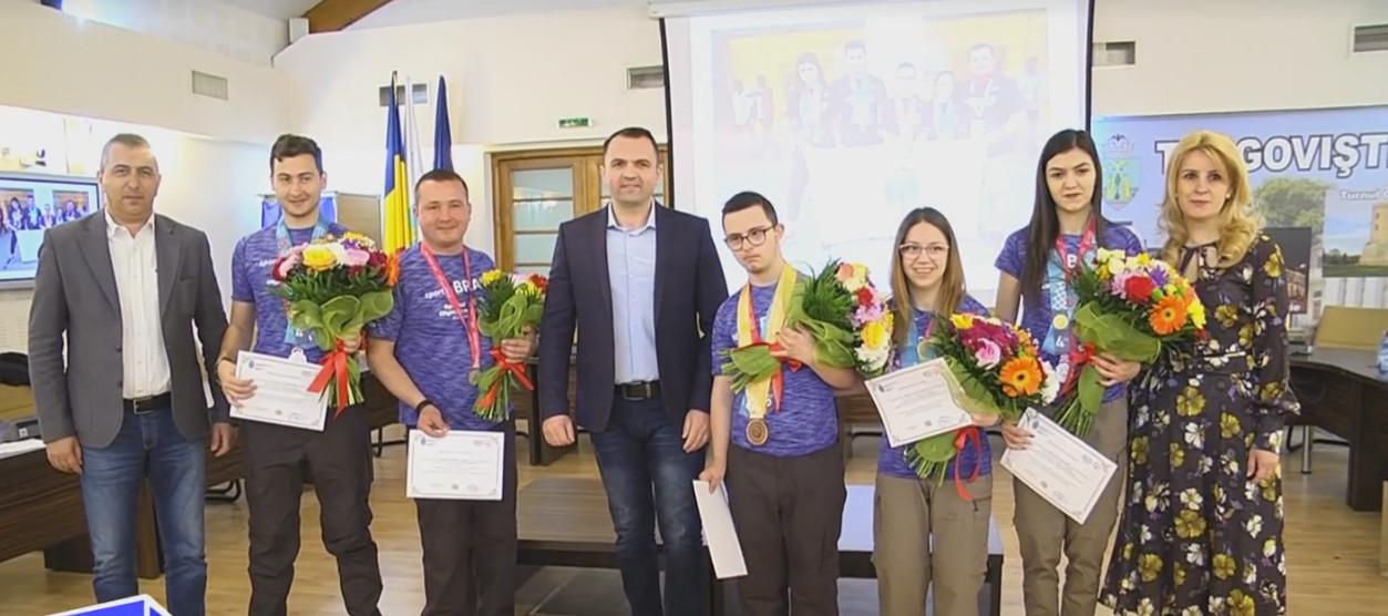 """Echipa  de bocce  de la Jocurile Mondiale """"Special Olympics"""", premiată  de   Primăria Târgovişte"""