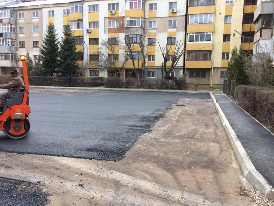 În cartierele municipiului Târgovişte încep asfaltările