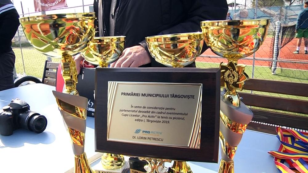 """Cupa Liceelor """"Pro Activ"""" a deschis  seria manifestărilor sportive  la Complexul  Turistic de Natație  Târgovişte"""