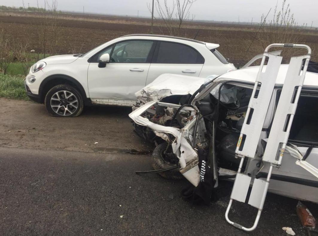 FOTO. Bilanţ tragic, şapte victime, una preluată de elicopterul SMURD, în accidentul de pe DN 7-Lunguleţu