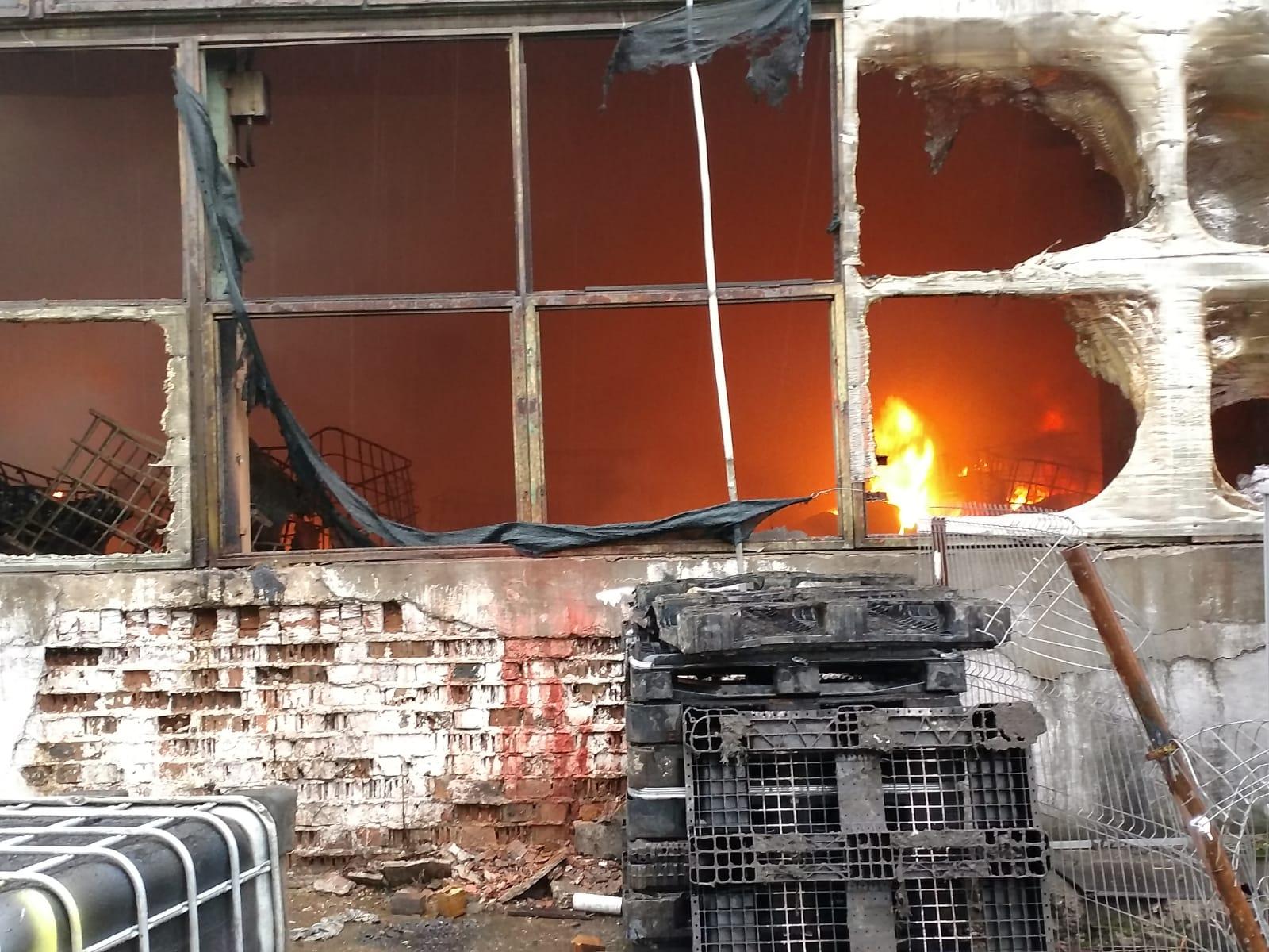 Incendiu  devastator în Parcul industrial  Mija
