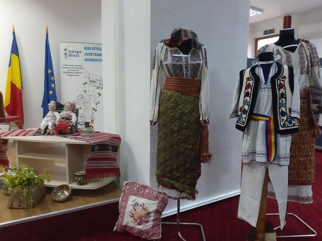 """Ziua Costumului Tradițional din România, sărbătorită  la  Biblioteca Județeană """"Ion Heliade Rădulescu"""""""