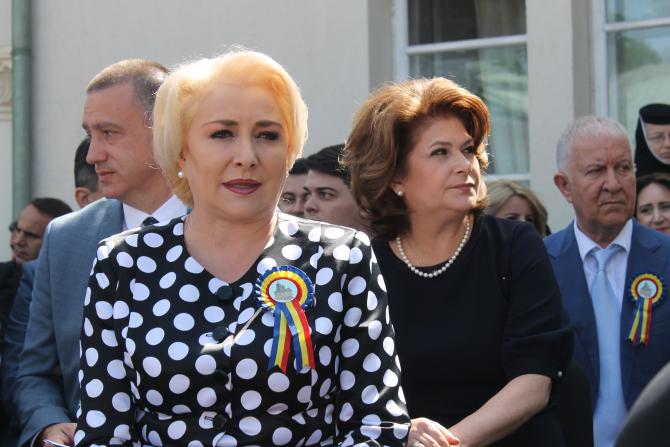 Premierul Viorica Dăncilă  vine de Izvorul Tămăduirii, la Mănăstirea Nucet