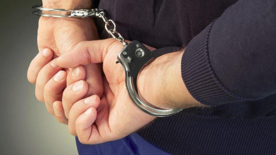 Reținut pentru comiterea infracțiunilor de lovire sau alte violențe și distrugere
