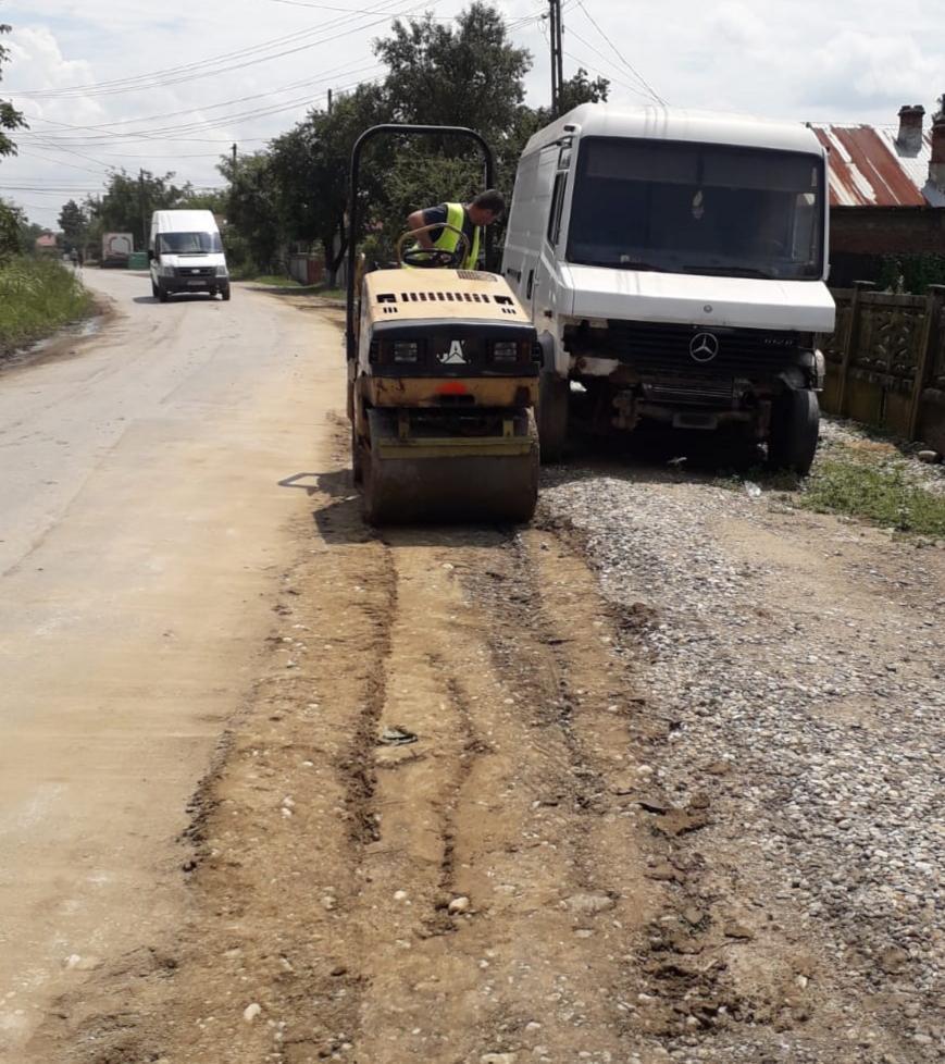 Drumarii de la LDP vor turna un covor asfaltic în lungime de aproximativ 4 km pe DJ 711D Lungulețu – Poiana