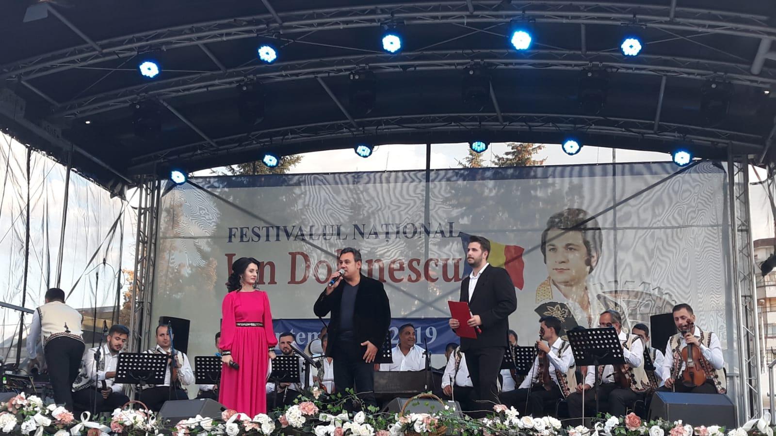"""O nouă ediție a Festivalului Concurs Național """"Ion Dolănescu"""" a debutat la Târgoviște"""