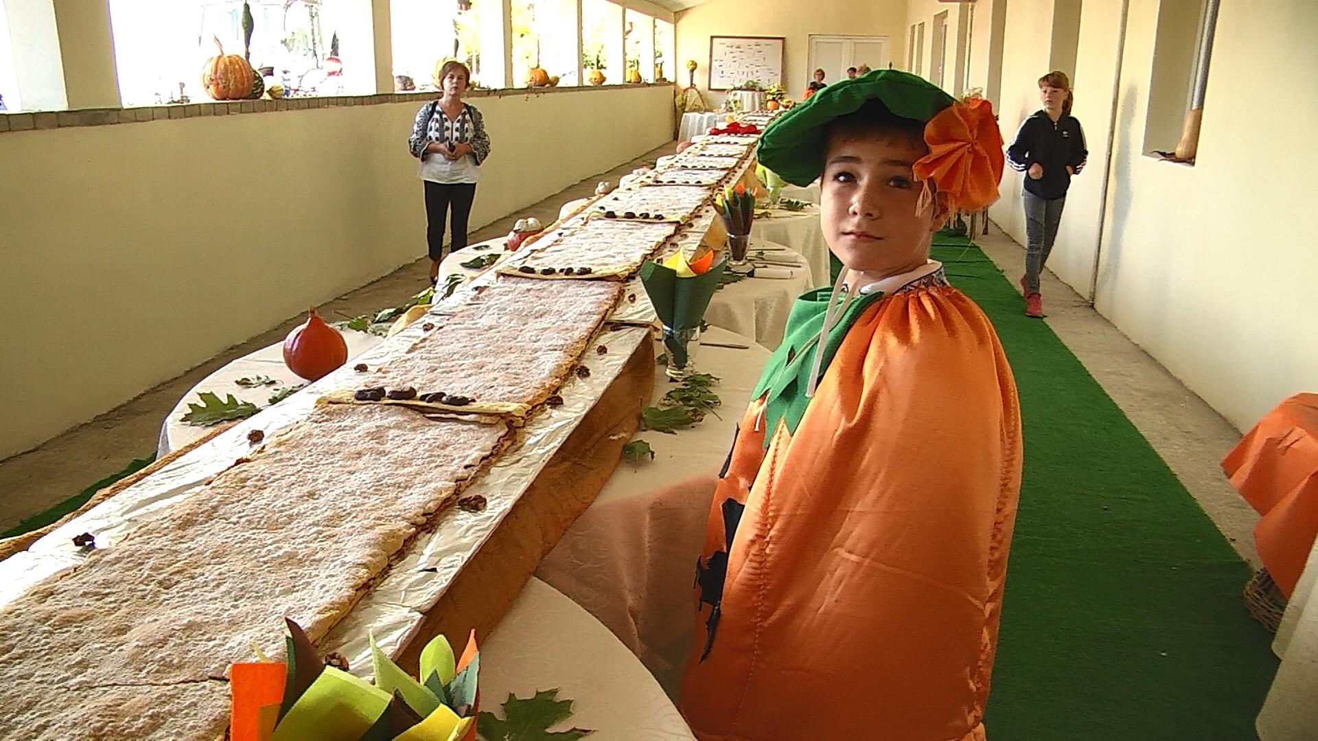 Plăcintă lungă de 17 metri pentru a marca a XVII-a ediţie a Festivalului Dovleacului