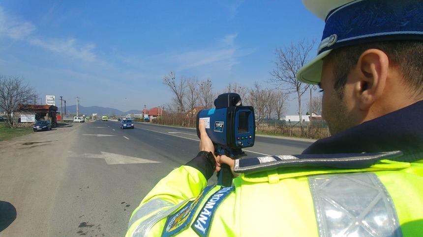 În ultimele două zile, poliţiştii dâmboviţeni au reţinut 28 de permise de conducere și 4 certificate de înmatriculare