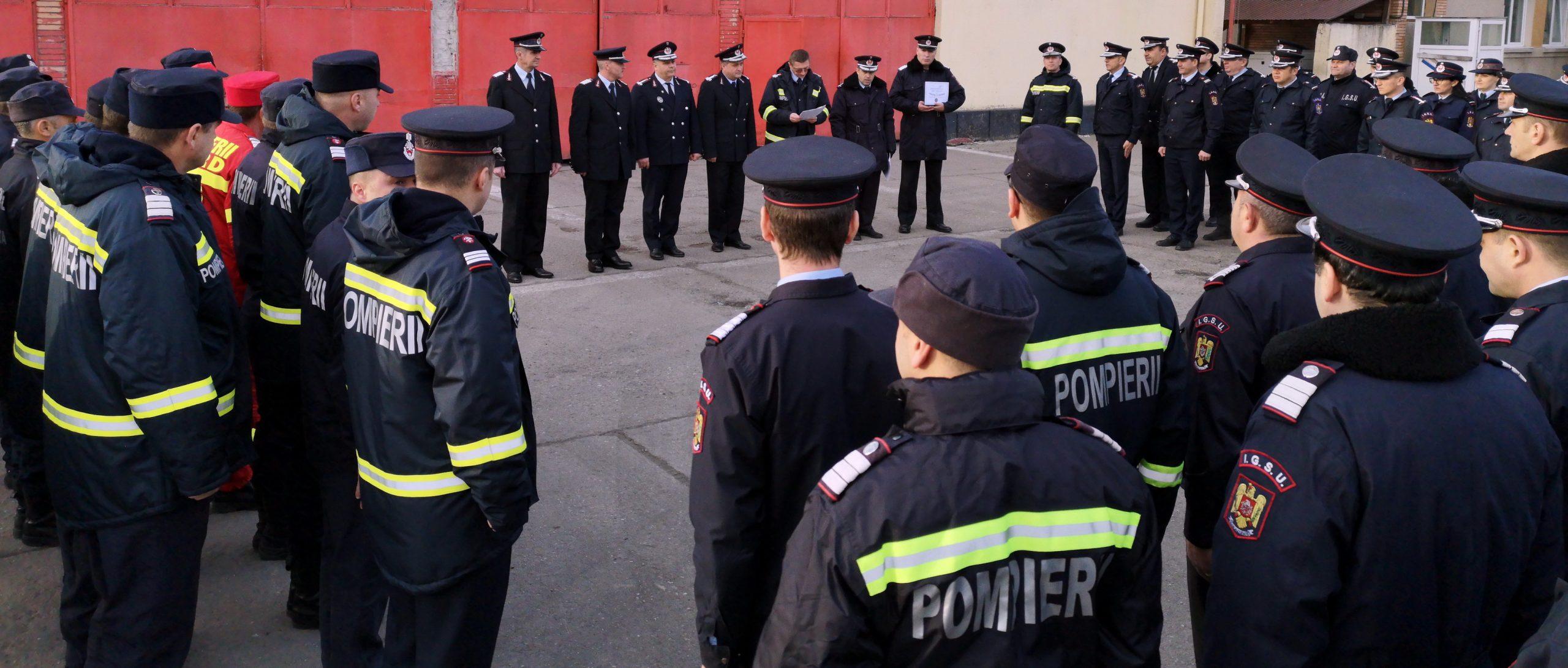 Patru  pompieri  la final  de carieră au primit placheta și diploma de apreciere pentru întreaga activitate profesională