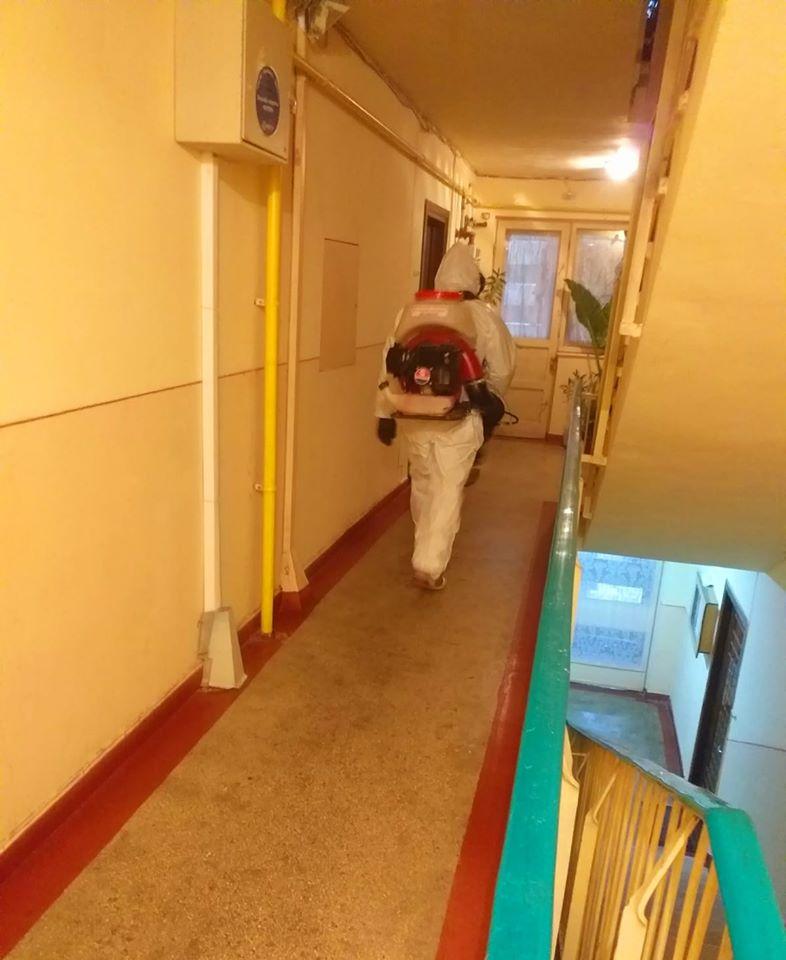 Start al acţiunii de dezinfectare a scărilor de bloc din municipiul Târgovişte