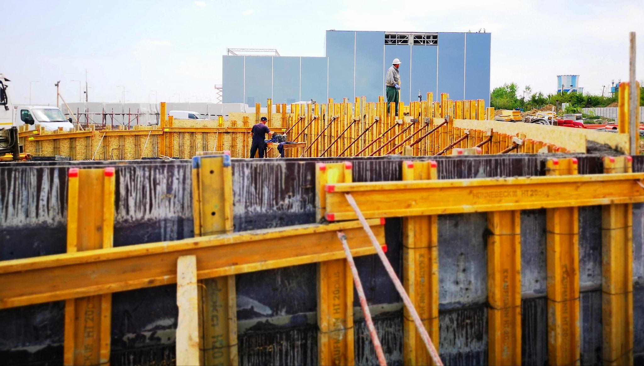 Continuă lucrările de amenajare a noului parc din zona UM Gară, de lângă viitorul complex comercial (mall).