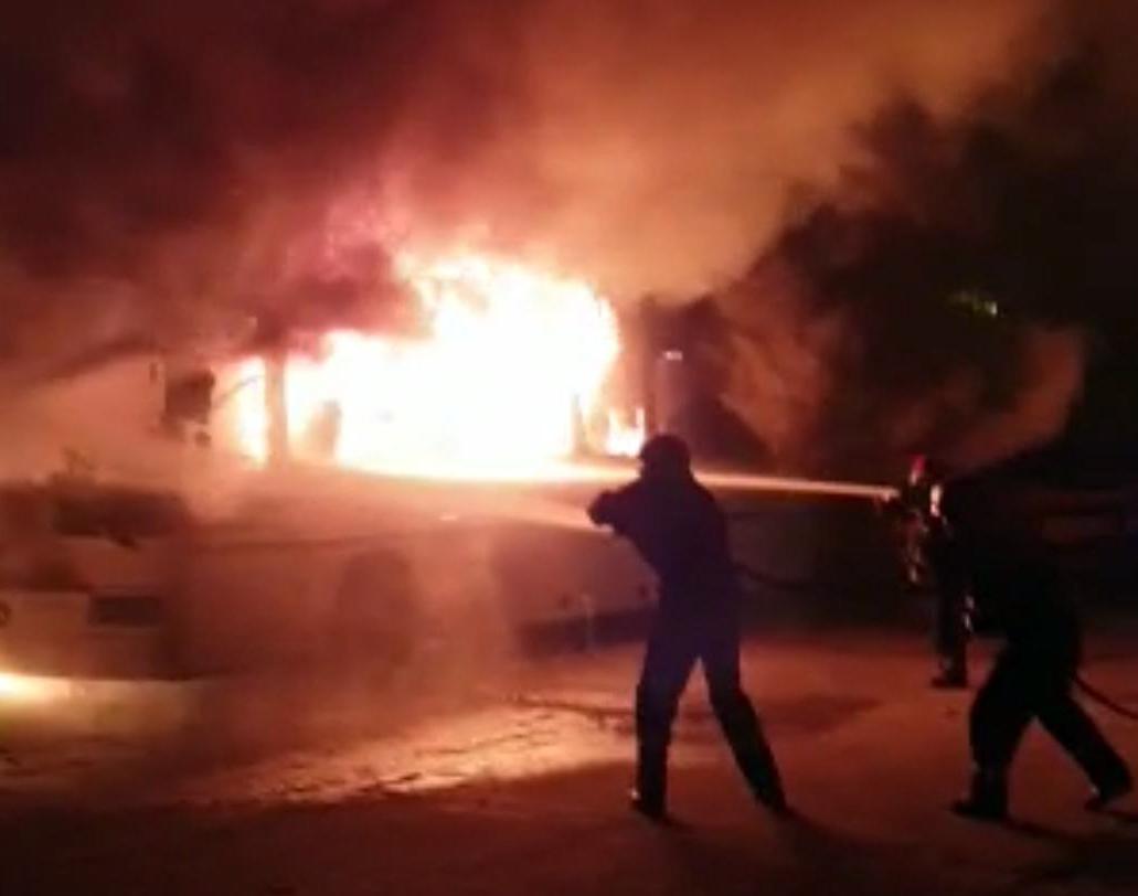 Trei autobuze au ars în fosta autogară din municipiul Târgoviște