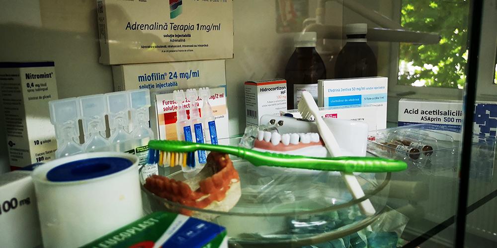Consultații și tratamente de specialitate gratuite pentru elevii școlilor din Municipiul Târgoviște în cele două Cabinete Medicale Dentare Școlare, redeschise