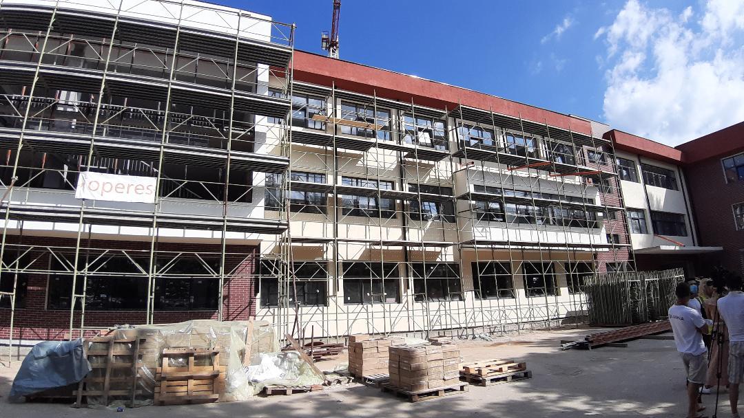"""Școala Gimnazială nr. 8 """"Mihai Viteazul"""" din Târgoviște a fost prinsă  într-un amplu  proiect  de reabilitare, modernizare, extindere și dotare cu finanțare prin POR."""