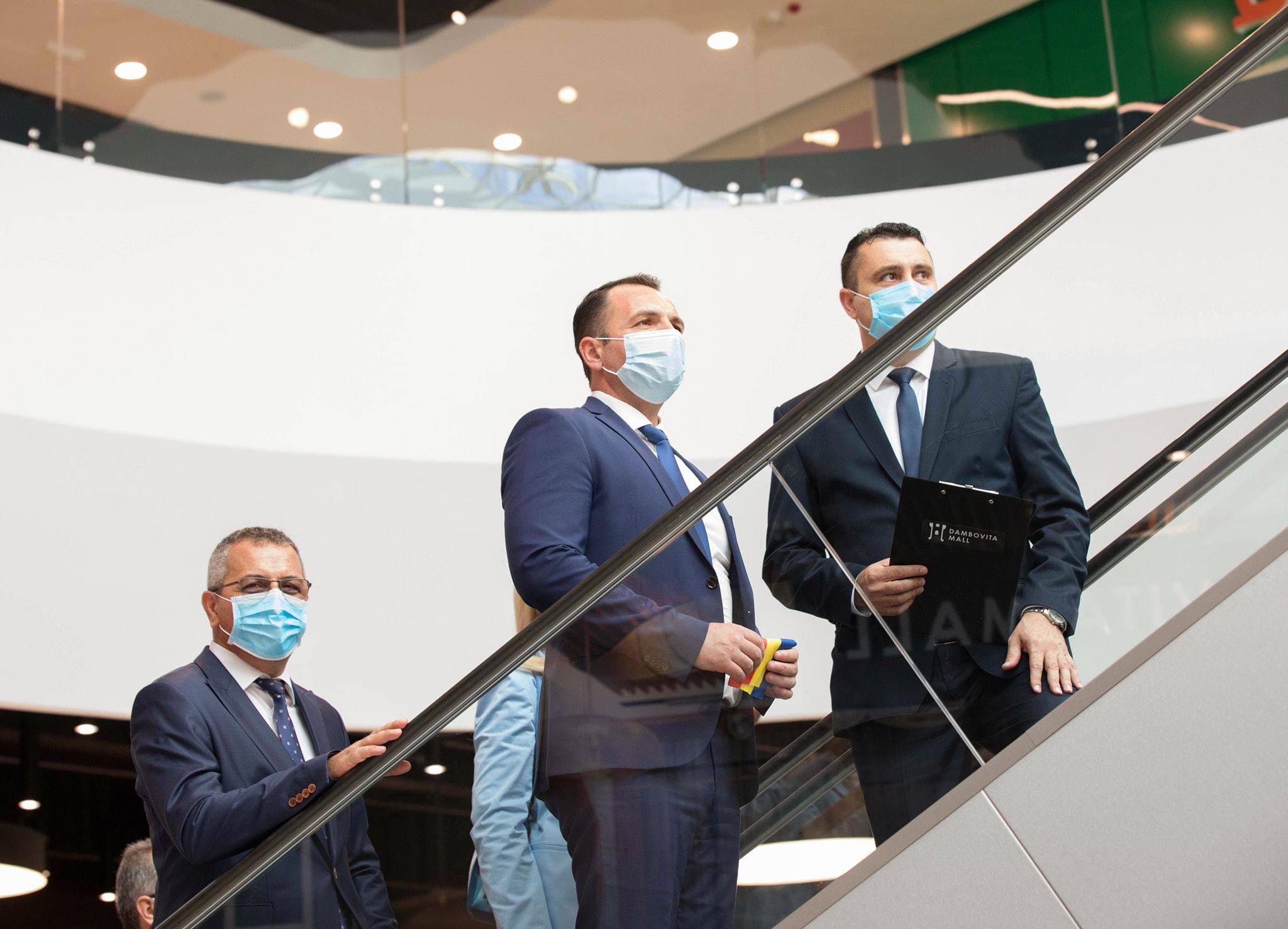Conducerea Primăriei Târgoviște la inaugurarea Dâmbovița Mall