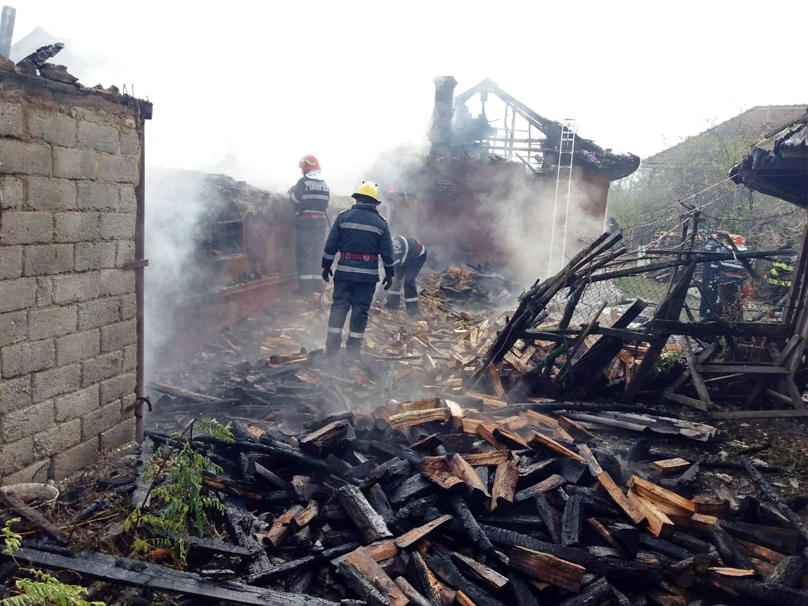 Incendiu la o gospodărie din comuna Odobești, cu o victimă găsită decedată