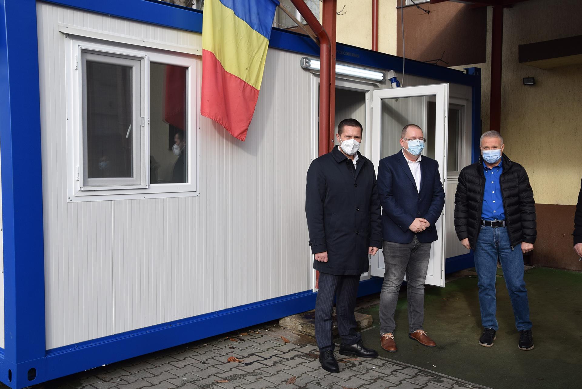 Spitalul Orășenesc Titu a primit un container special pentru pacienţii suspecţi de COVID-19
