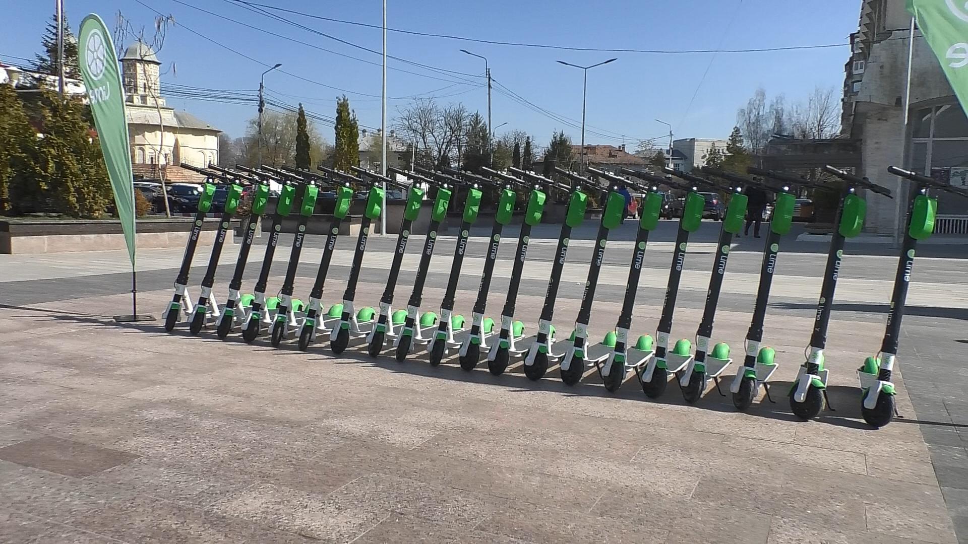 Recomandările polițiștilor pentru conducătorii de biciclete și trotinete electrice