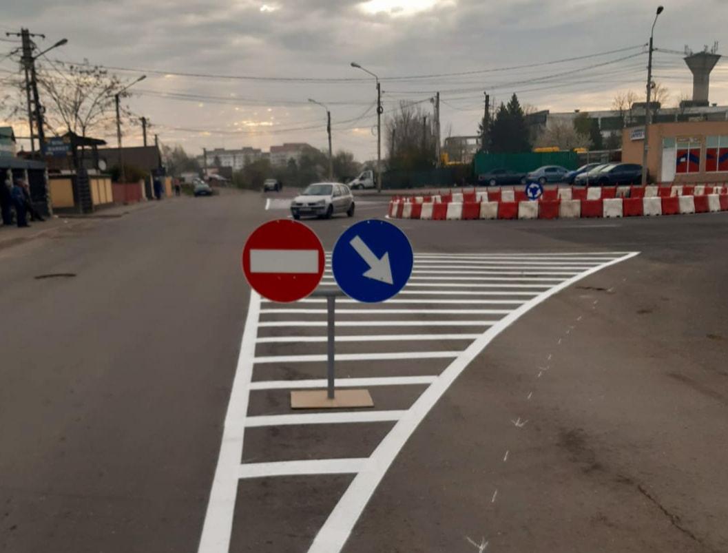 Administrația târgovișteană a amenajat un sens giratoriu, intersecția străzilor Calea Câmpulung și Laminorului