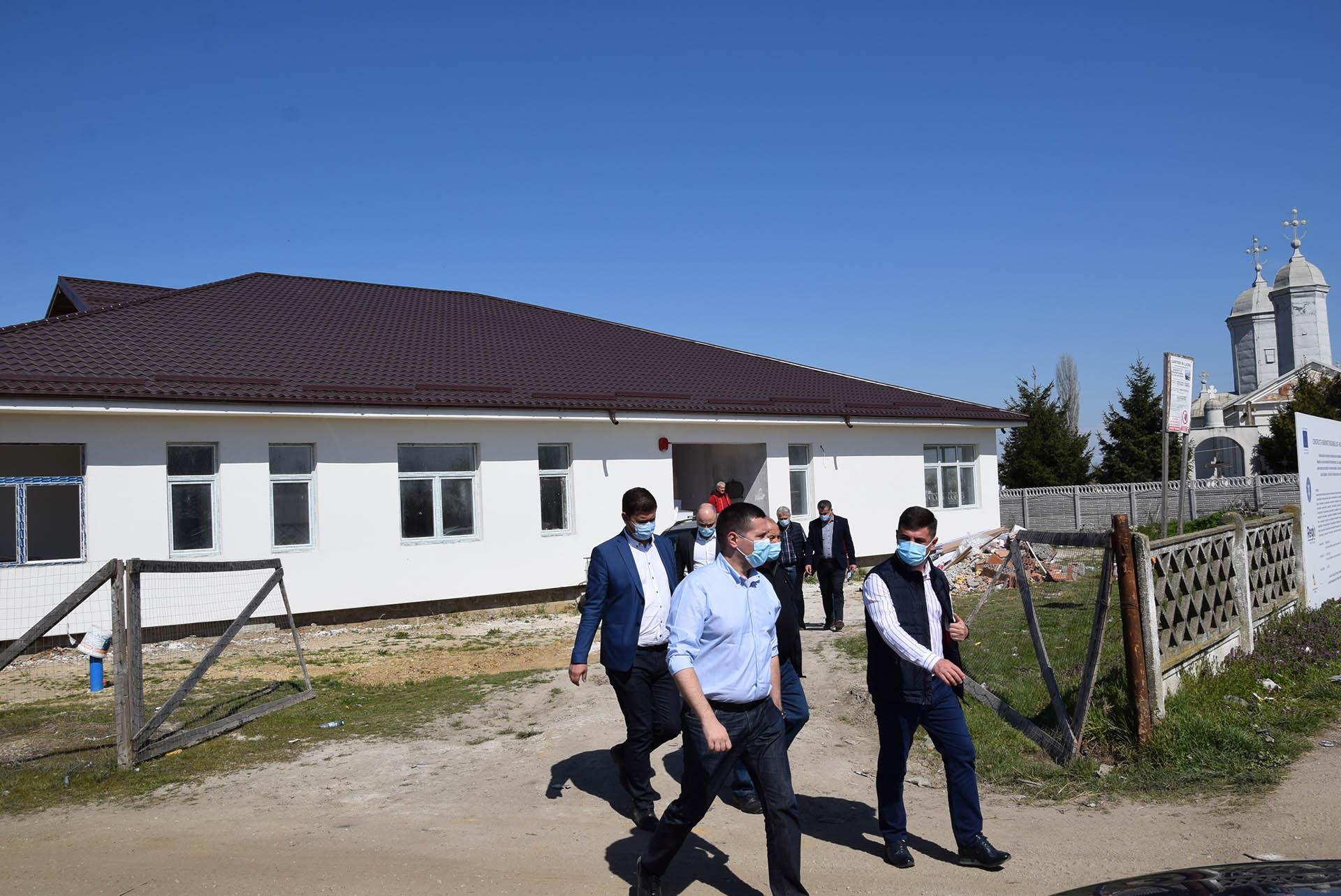 Se lucrează la noile grădinițe de la Corbii Mari și Potlogi