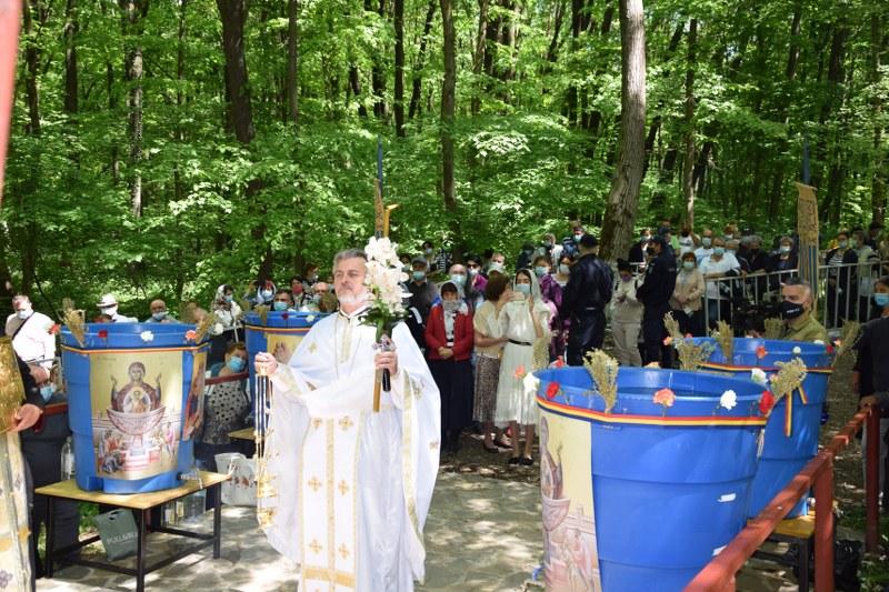 Izvorul Tămăduirii, zi de mare sărbătoare creștină la Nucet
