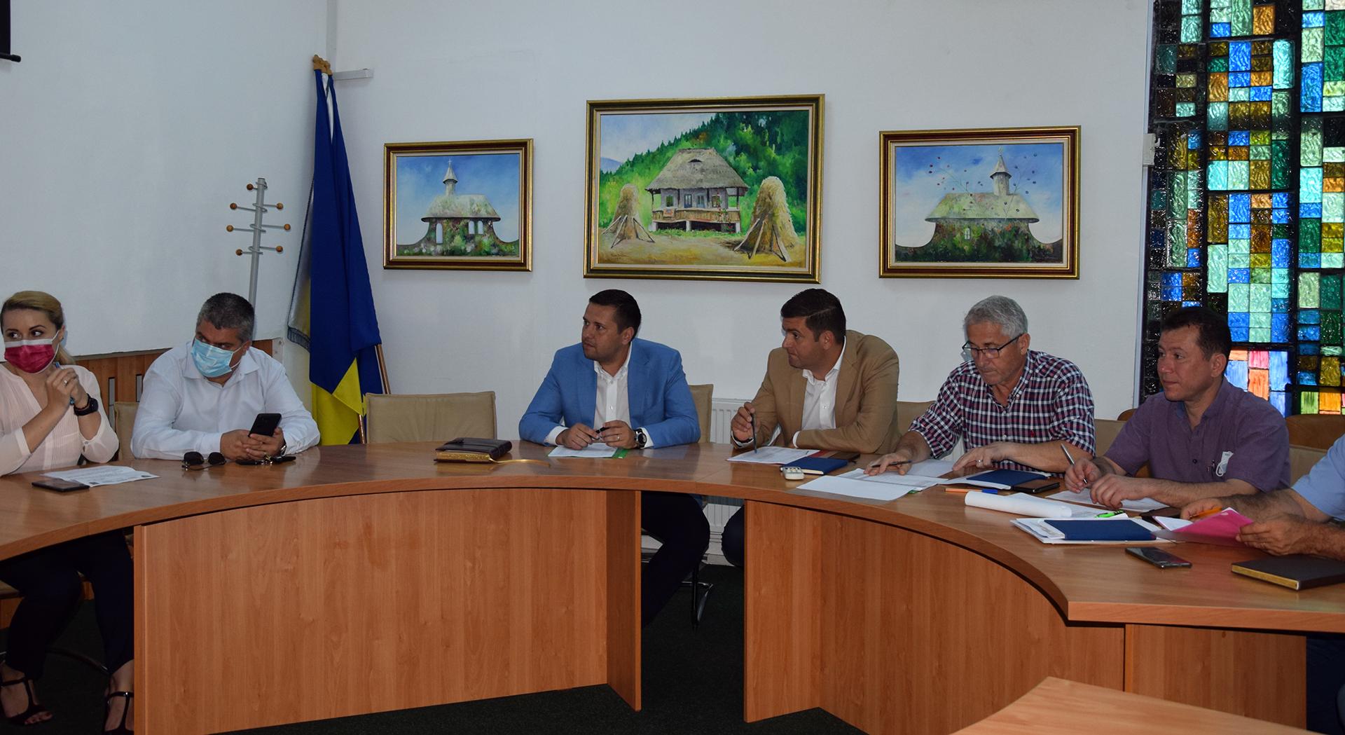 Întâlnire cu constructorii care activează pe șantierele din Dâmbovița