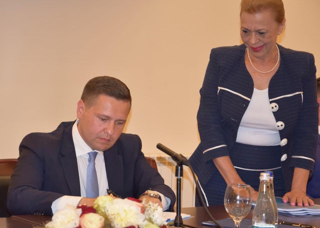 S-a semnat contractul prin care deșeurile menajere vor fi colectate selectiv în Dâmbovița, de la 1 IANUARIE 2022