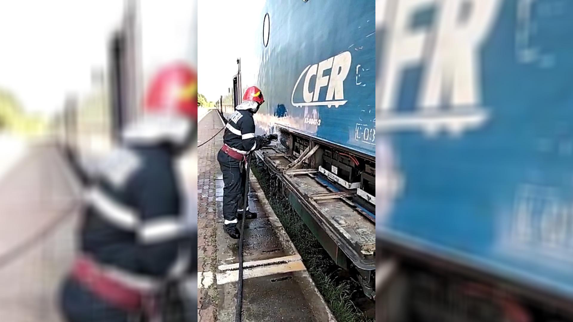 Panică în Gara Târgoviște Sud, o locomotivă a luat foc